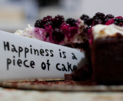 Picture of a cake with a funny slogan